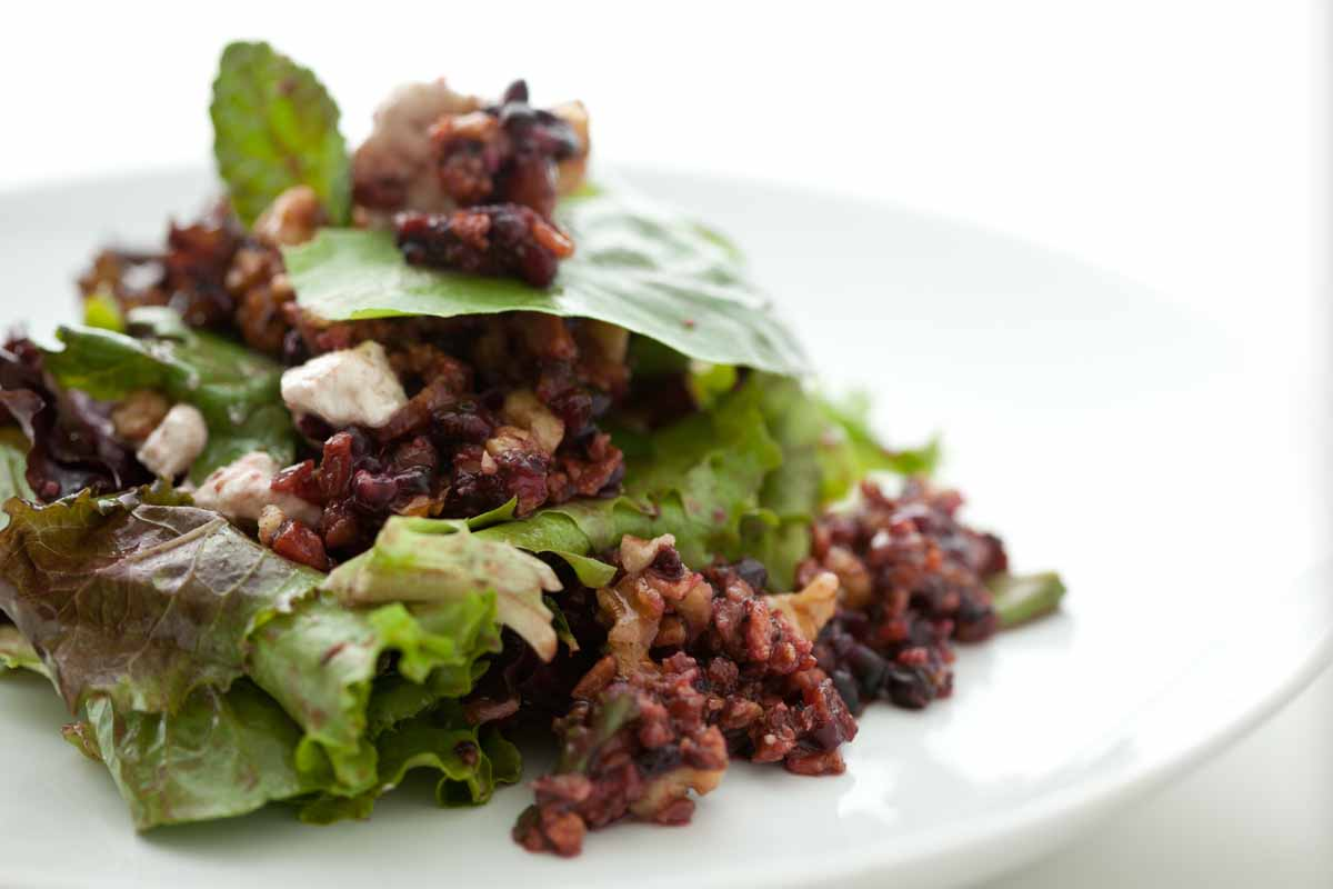 Mixed Greens with Blackberries, Bacon and Goats Cheese