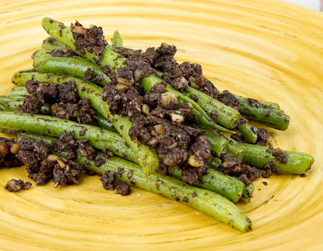 Green Beans with Tapenade